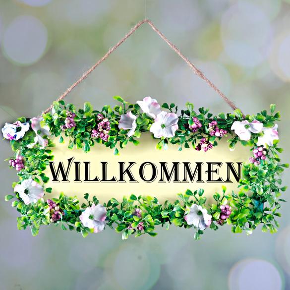 Willkommensschild mit Blumenkranz