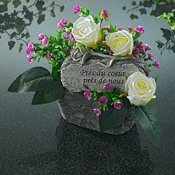 Blumenschale mit Gedenkstein