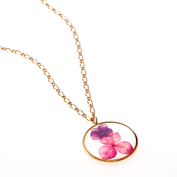Halskette mit Blüten