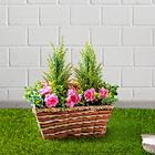 Korb mit Kunstpflanzen