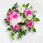 Blumenkranz mit Vogelnest