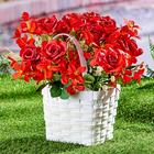 Korb mit Blumen weiß