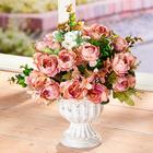 Pokal mit Rosen